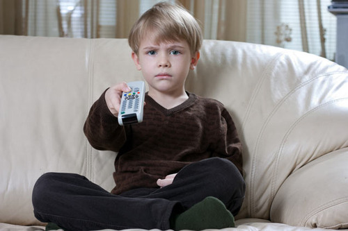 Просмотр телевизора негативно влияет на мальчиков