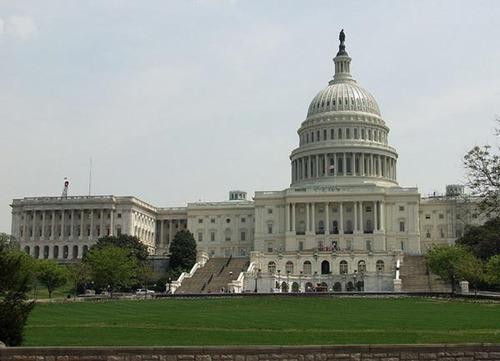 Сенат США проголосовал за предоставление военной помощи Украине