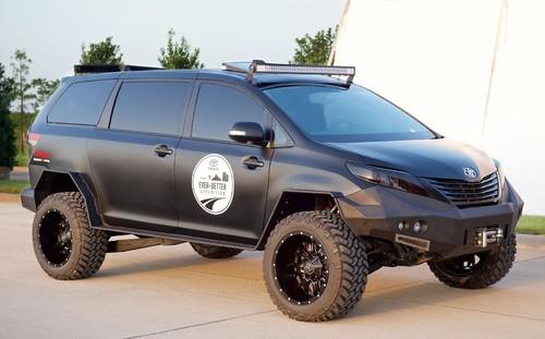 Toyota подготовила проект нового минивэна «для наших дорог»