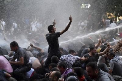 В центре Еревана растет напряженность