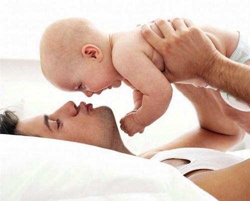 Ученые назвали возраст, в котором мужчинам рекомендуют становиться отцами