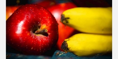 Что вкуснее и полезнее яблоко или банан?