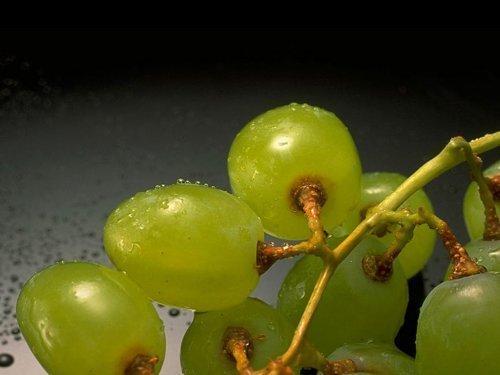 Людям с проблемами сердца полезен виноград