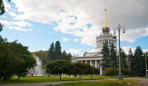 Київський велопрокат встановлює на ВДНГ вуличні ліхтарі на сонячних батареях