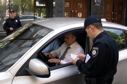 Як правильно спілкуватися з працівником поліції