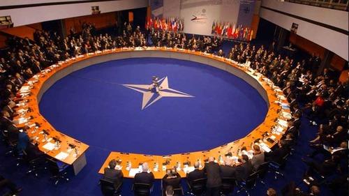 НАТО потребовало сократить численность представительства России в альянсе