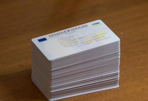 Миграционная служба начала оформление пластиковых паспортов