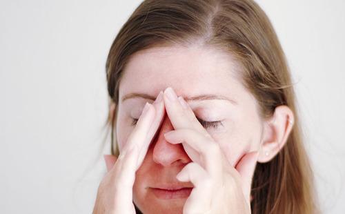 Акупрессура и насморк: как излечить недуг без лекарств