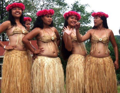 10 шокирующих любовных традиций племен и народов мира