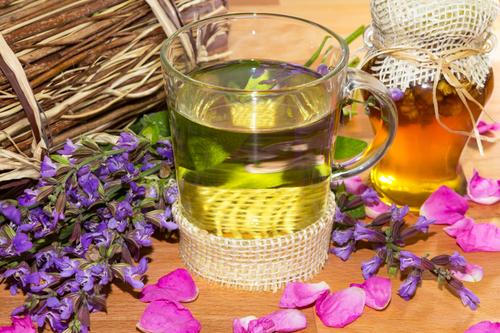 6 полезных добавок к чаю