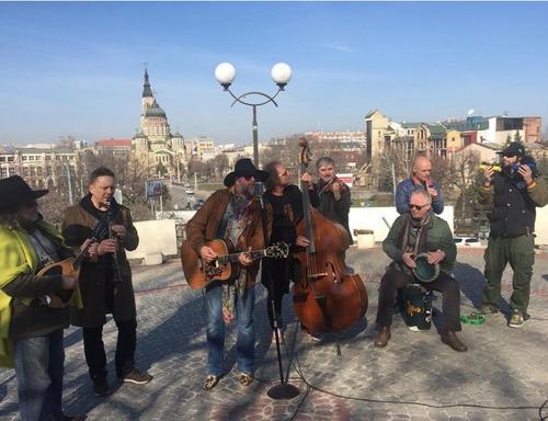 Борис Гребенщиков играл в сквере на Университетской горке