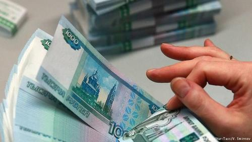 Курс рубля упал из-за провала переговоров в Дохе