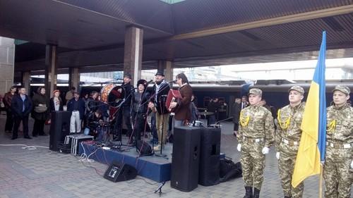 Украинские артисты на «музыкальном поезде» отправились на восток