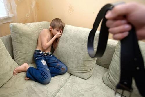 Чем грозит ребенку жесткое воспитание?