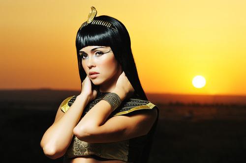 Шикарное масло Клеопатры сохранит женскую красоту