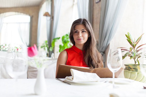 Освещение влияет на выбор еды в ресторанах