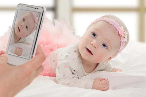 Почему мамы так любят размещать фото детей в соцсетях