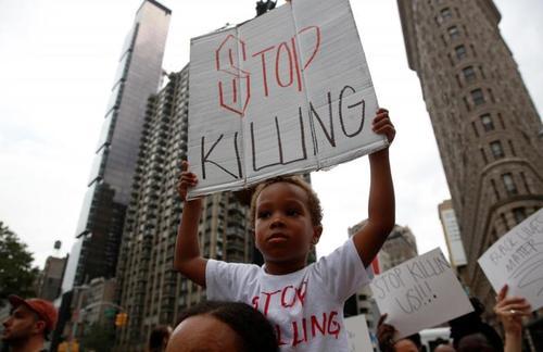Четверо полицейских убиты на акции протеста в американском Далласе