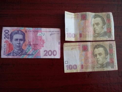 На Луганщине раздают ксерокопии денег