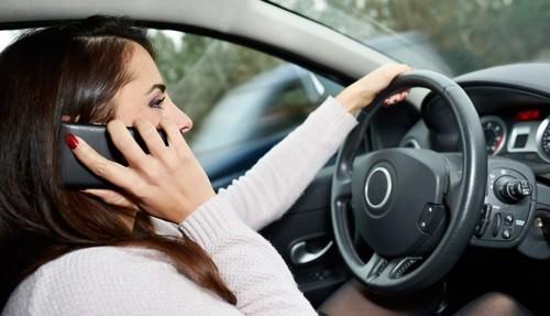 Новые штрафы за разговоры по телефону за рулем