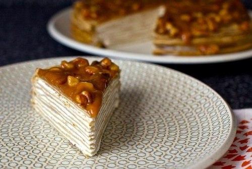 Банановый торт с ореховой глазурью