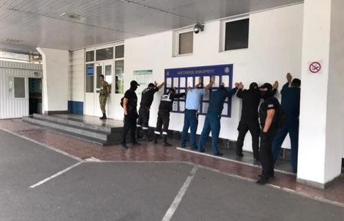 В Чопе задержана смена таможенников и пограничников