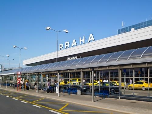 Испанский самолет чудом избежал крушения в Праге