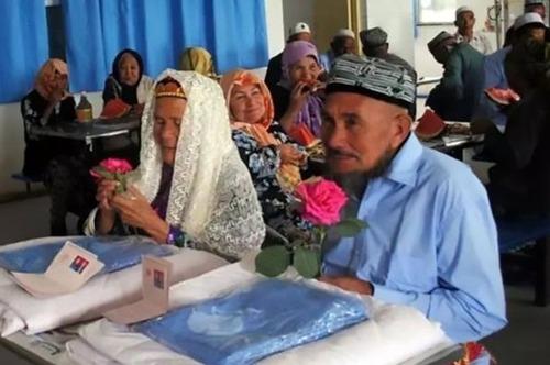 114-летняя китаянка вышла замуж за настойчивого 71-летнего поклонника
