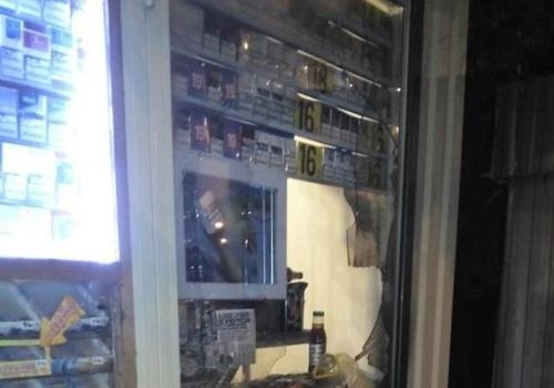 В Днепре злоумышленники чуть не сожгли спящую продавщицу вместе с киоском