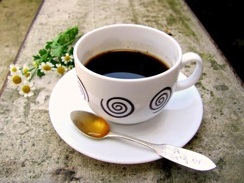 Почему полезно пить кофе с медом