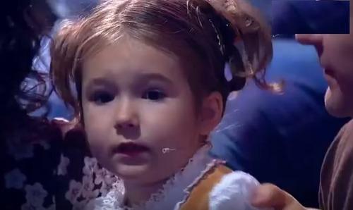 Белла Девяткина: 4-летняя девочка-полиглот, разговаривающая на 7 языках (ВИДЕО)
