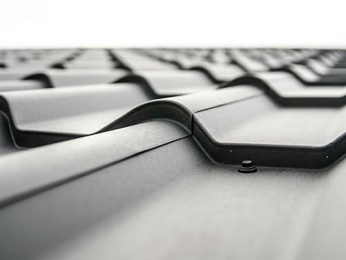 Tesla представила интегрированную в крышу солнечную батарею