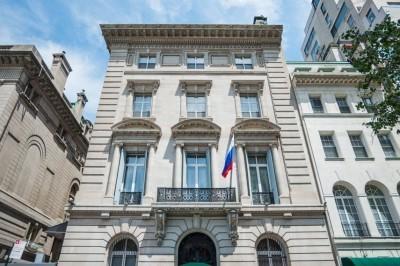 В российском консульстве в НьюЙорке из окна выпал и умер дипломат