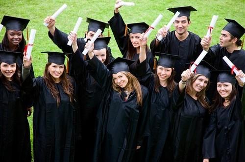 Порошенко подписал закон о трудоустройстве выпускников вузов