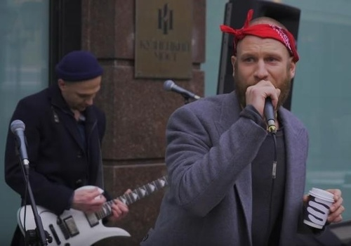Иван Дорн исполнил хип-хоп на улице Москвы (видео)