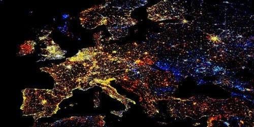 Волшебный снимок ночной Европы