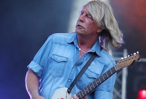 В больнице скончался гитарист британской группы Status Quo (ВИДЕО)
