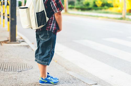 Маленький мальчик не упустил свой шанс, удивив всех пассажиров автобуса