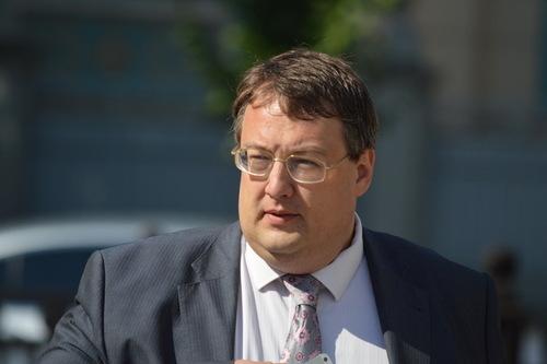 Министры должны получать зарплату не меньше 100 тыс. гривен в месяц, — Геращенко