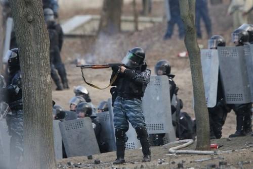 Суд запретил мобильным операторам уничтожать данные, связанные с преступлениями на Майдане