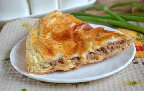 Супер вкусный мясной пирог из слоеного теста