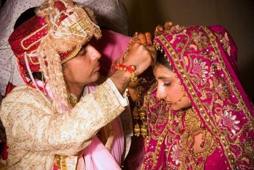 В Индии запретили приглашать на свадьбу более 900 гостей