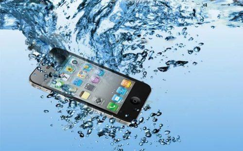 iPhone упал в ванну и убил своего владельца