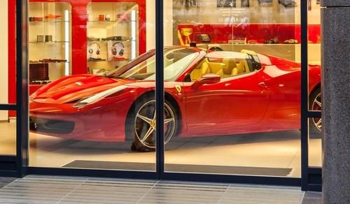 Сестры-мошенницы из Сбербанка попались при покупке Ferrari