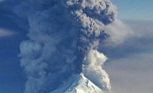 На Камчатке впервые за 200 лет произошло извержение вулкана Камбальный (видео)