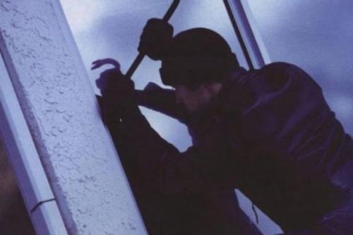 В Харькове двое полицейских ограбили квартиру умершего и украли его авто