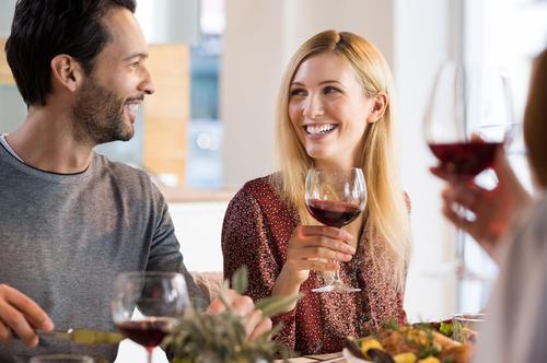Ученые советуют парам пить алкоголь вместе