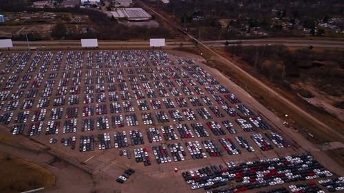 Обнаружена парковка брошенных машин Volkswagen (ВИДЕО)