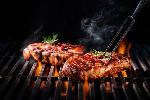 Чрезмерная любовь к мясу весьма опасна для желудка