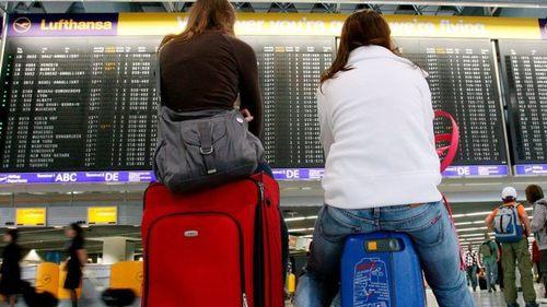 """Для украинцев, путешествующих за границу, МИД разработает систему """"Друг"""""""